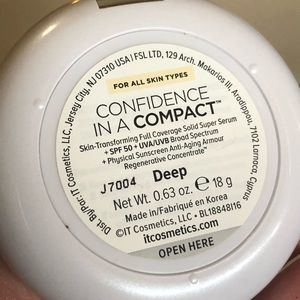 IT Cosmetics Confidence In A Compact Foundation